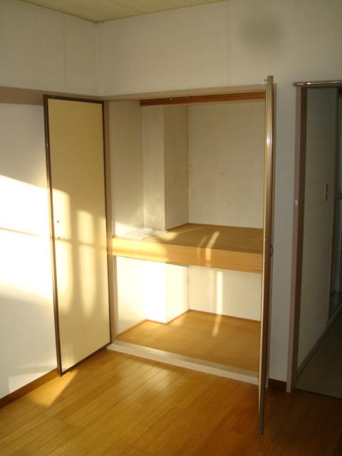 雅ハウス 107号室の収納