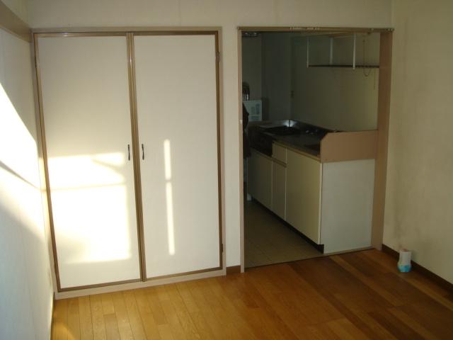 雅ハウス 107号室のリビング