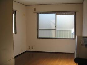サンライト生田 302号室のリビング