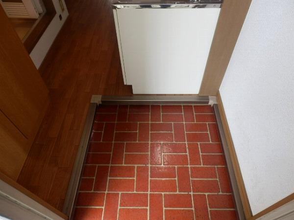 カエデハイツA 102号室の玄関