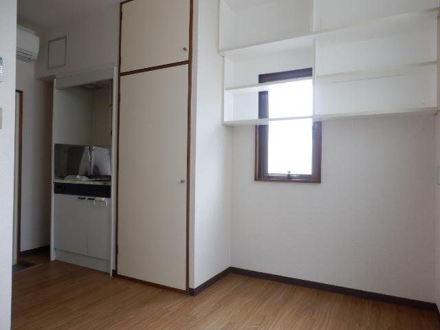 セゾンサンヒルズ 201号室のリビング
