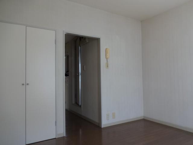 パインウェーブプレイスB棟 103号室のリビング