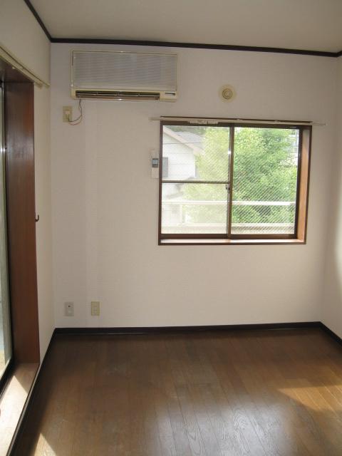 フラッツ青葉台 301号室のリビング