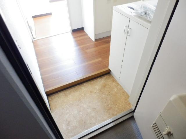 ブランニュー美しが丘 402号室の玄関