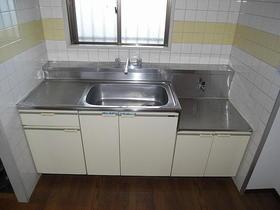 石原第7マンション 203号室のキッチン