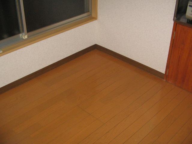 岡本荘 8号室のリビング