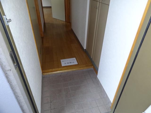 フォレスト'98 B102号室の玄関