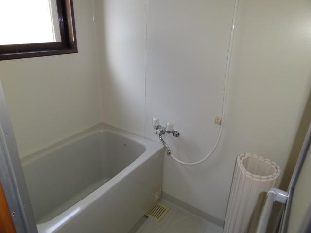 フォレスト'98 B102号室の風呂