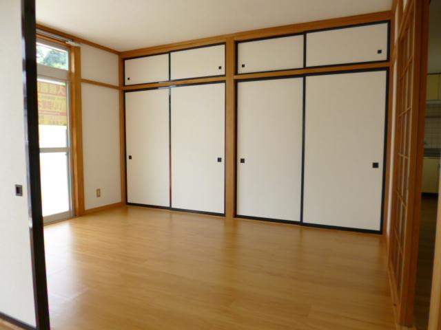 コートビレッヂ 02010号室の収納
