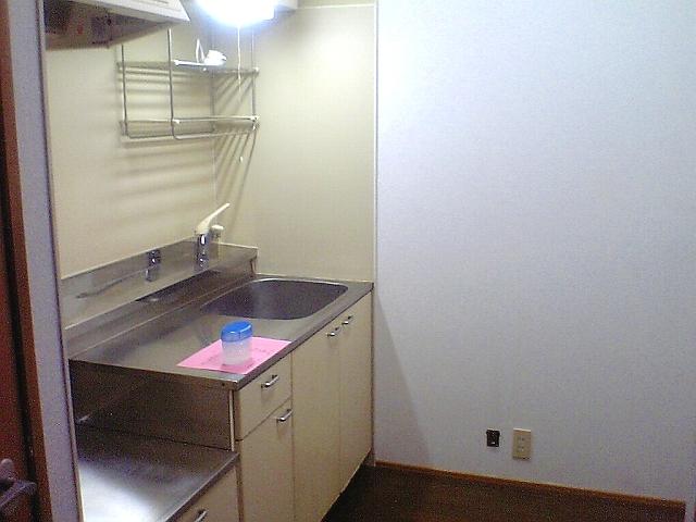 ファミーユ 102号室のキッチン