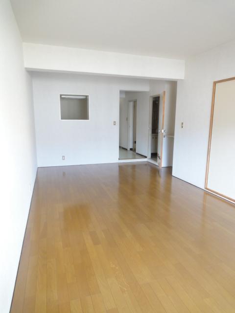 モンテベルデ高野 206号室のリビング
