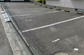 シーズ・レフィネ51 102号室の駐車場
