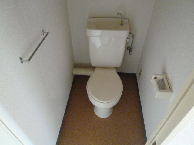 ファミール'21 303号室のトイレ