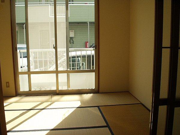 プレジール天王台 201号室のリビング