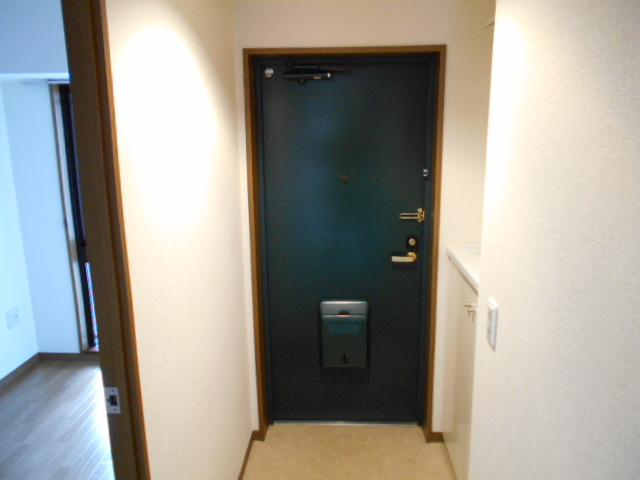 アーバンパーク市が尾 502号室の玄関