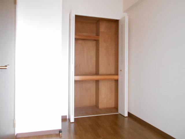 アーバンパーク市が尾 502号室の収納
