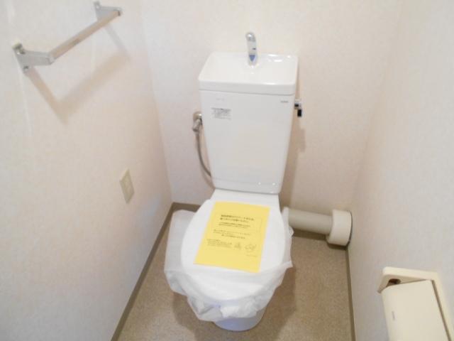 アーバンパーク市が尾 502号室のトイレ