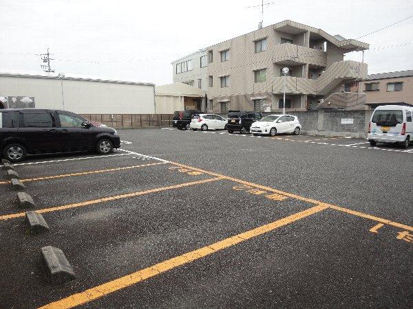 葵ハイツ 102号室の駐車場