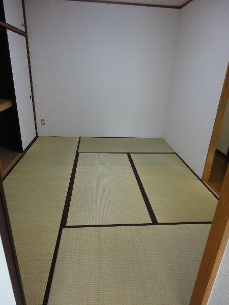 葵ハイツ 102号室のリビング