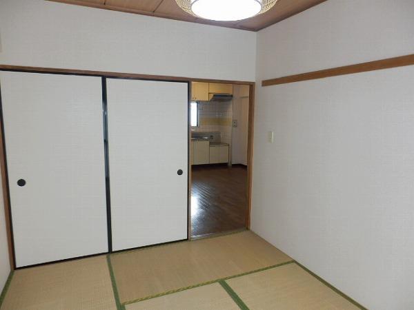 石原第7マンション 203号室のベッドルーム