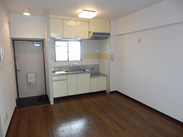 石原第7マンション 203号室のリビング