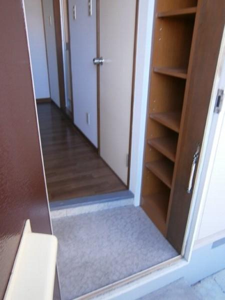 ハイツワタナベ 103号室の玄関
