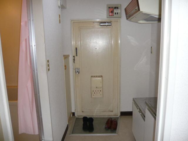 レパードマンション 102号室の玄関