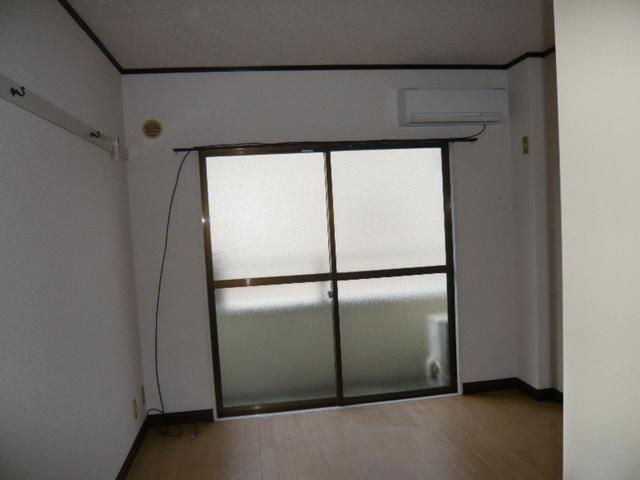 レパードマンション 102号室のリビング