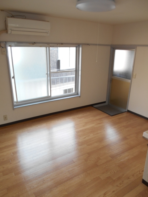 中台荘B棟 201号室の居室