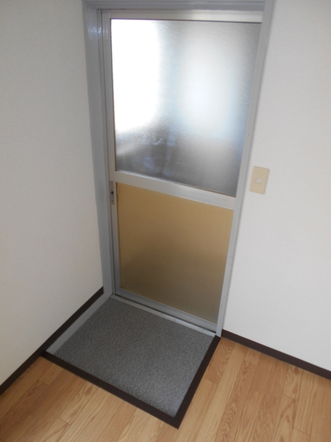 中台荘B棟 201号室の玄関