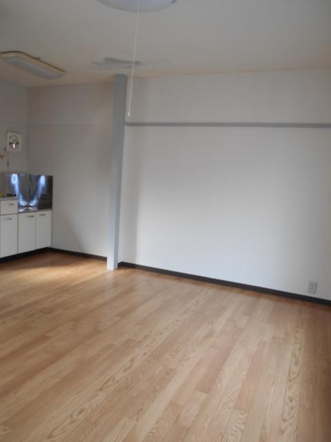 中台荘B棟 201号室のリビング
