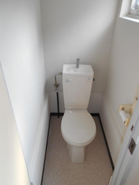 中台荘B棟 201号室のトイレ