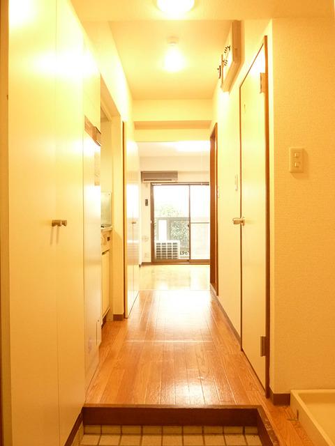 カーサアルティスタ 305号室の玄関