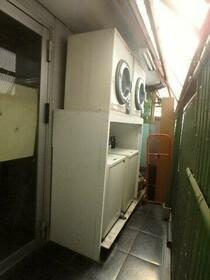ドゥエルカネヒラ 405号室のバルコニー