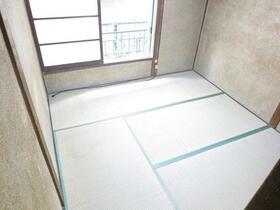 桐花ハイム 102号室のリビング