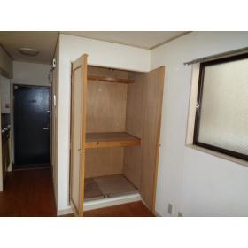カスティル三園 303号室の収納
