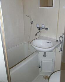 カスティル三園 303号室の風呂