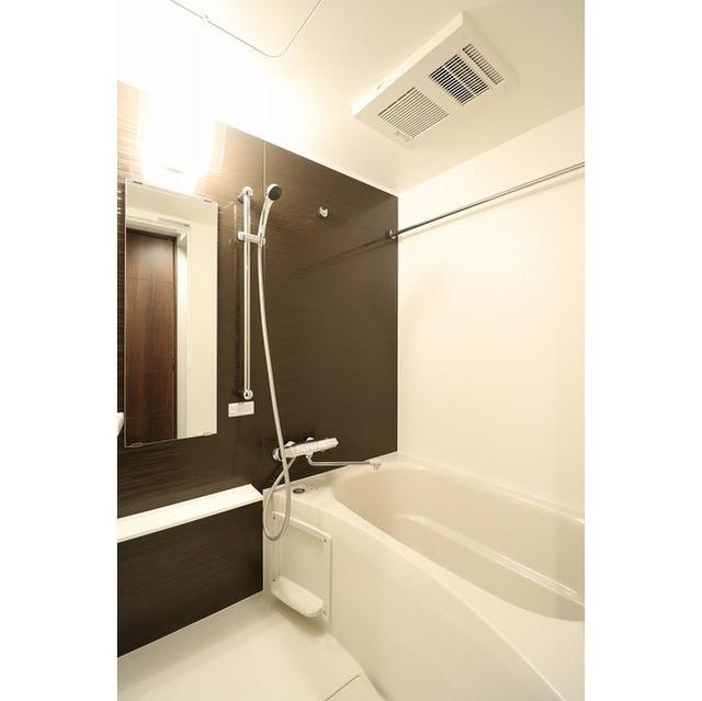 ROYGENT SUGAMO EAST 104号室の風呂