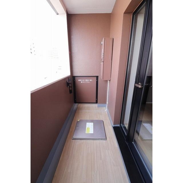 ROYGENT SUGAMO EAST 104号室のバルコニー