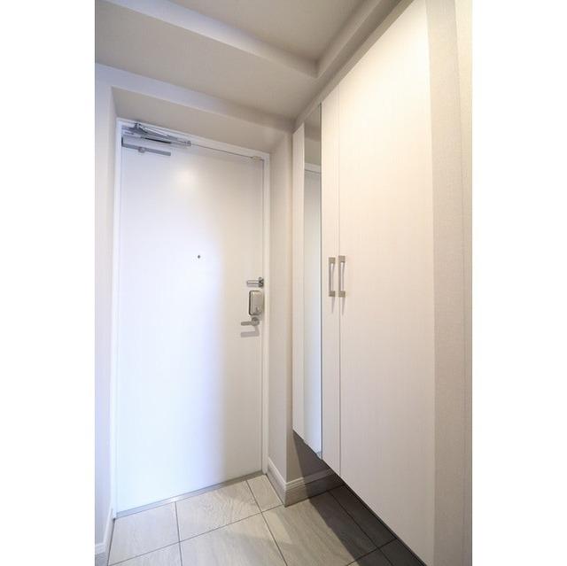 ROYGENT SUGAMO EAST 413号室の玄関