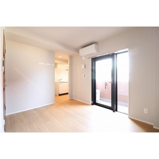 ROYGENT SUGAMO EAST 413号室の居室