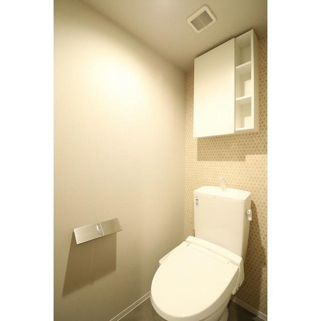 ROYGENT SUGAMO EAST 413号室のトイレ