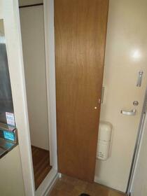 滝野川グリーンハイツ 202号室の玄関