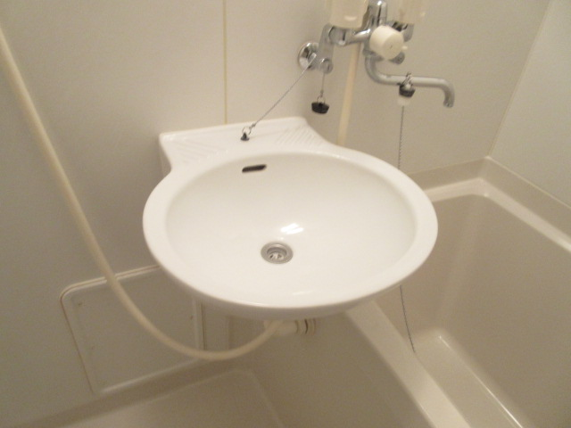 レオパレスウィズユー 104号室の洗面所