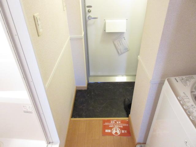 レオパレスウィズユー 104号室のエントランス