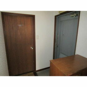 千原ビル 301号室の玄関