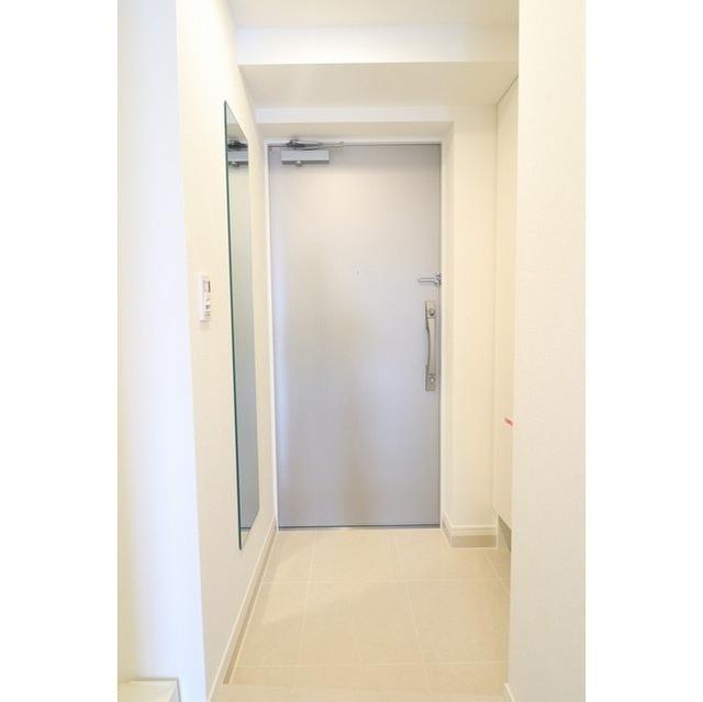 ジオエント巣鴨 0201号室の玄関