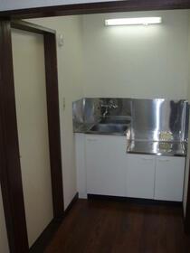 ヒルサイドハウス 202号室のキッチン