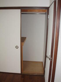 ヒルサイドハウス 202号室の収納