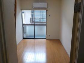 シャングリラ 206号室の玄関